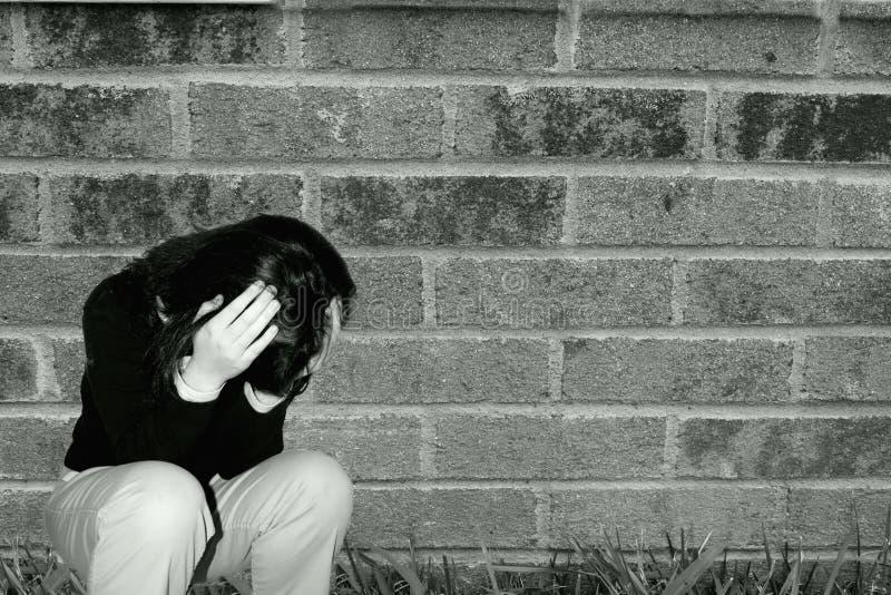 tryckt ned SAD teen för flicka royaltyfri bild