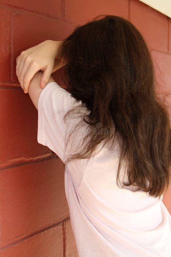 tryckt ned SAD teen för flicka arkivbild