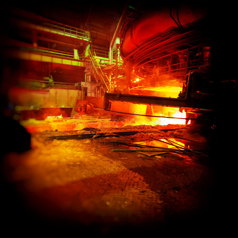 Tryckvågpannaproduktion, metallurgi arkivbild
