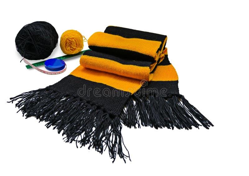 Trykotowy pasiasty wełna szalika czerń i kolor żółty zdjęcie stock