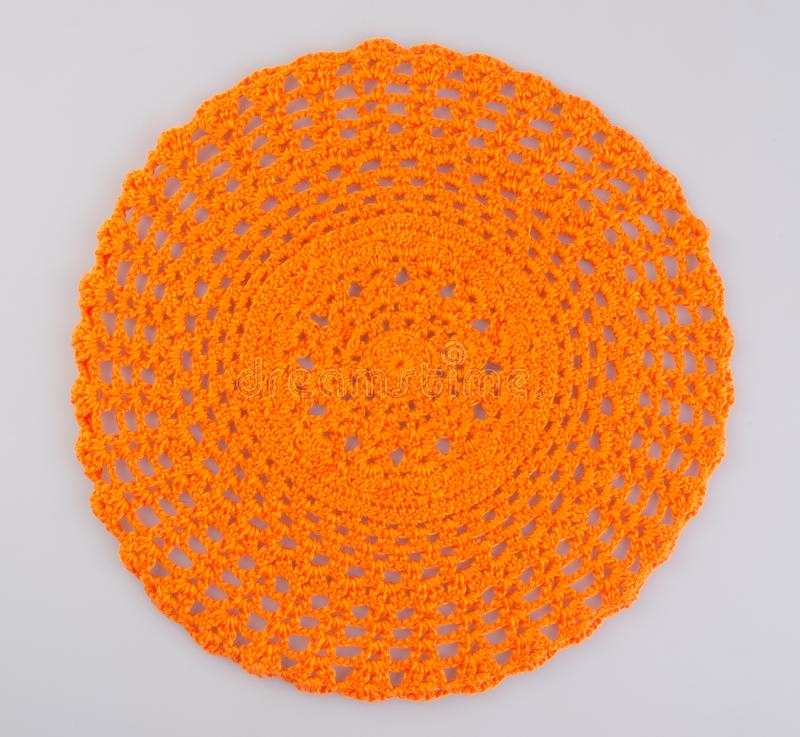 trykotowy round lub handmade trykotowy dywanik na tle zdjęcia stock
