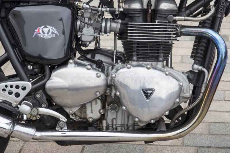 Tryumfuje motocykl przy rocznym Klasycznym Samochodowym wystawy i rocznik odzieży rynkiem przy królewiątkami fotografia stock