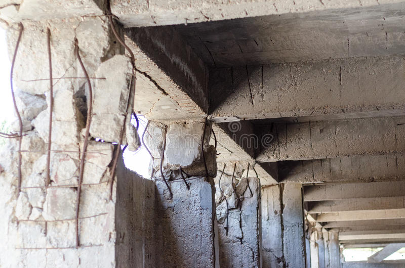 Trzęsienia ziemi niepowodzenia awaryjna kolumna obrazy stock