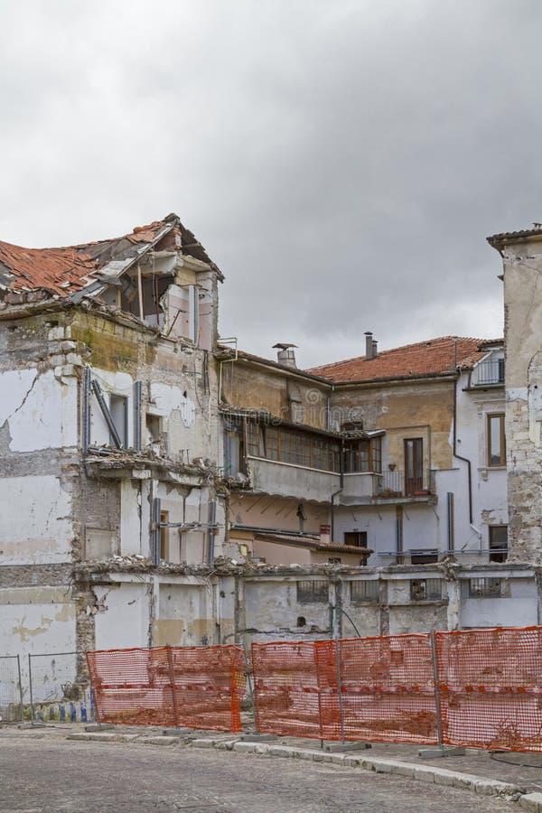 Trzęsienie ziemi szkoda w Abruzzo fotografia stock