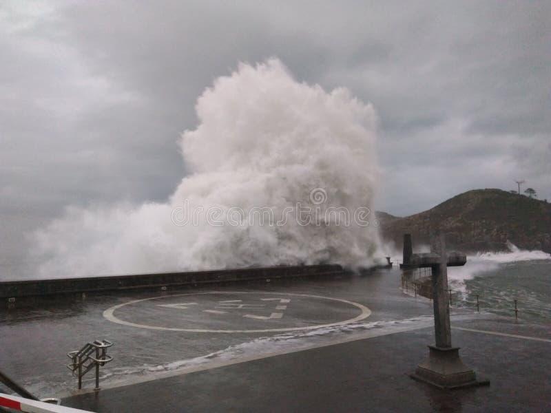 trzasków ciężkiego morza fala fotografia royalty free