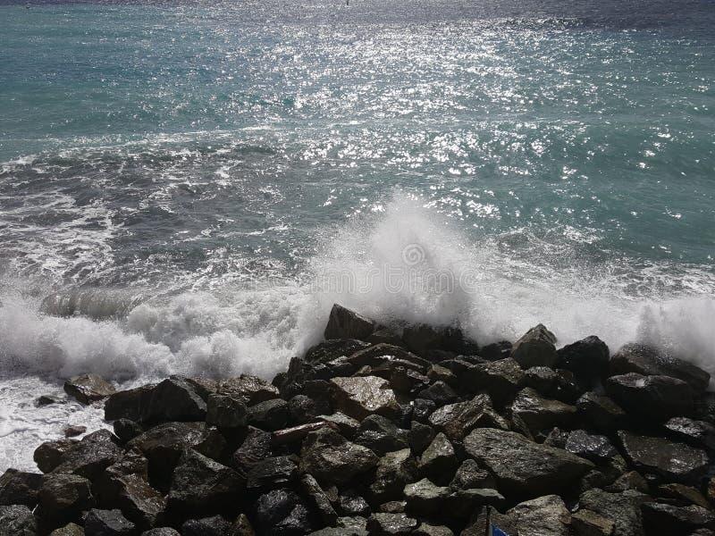 trzasków ciężkiego morza fala obraz stock
