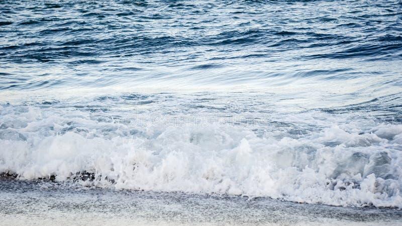 trzasków ciężkiego morza fala obrazy royalty free