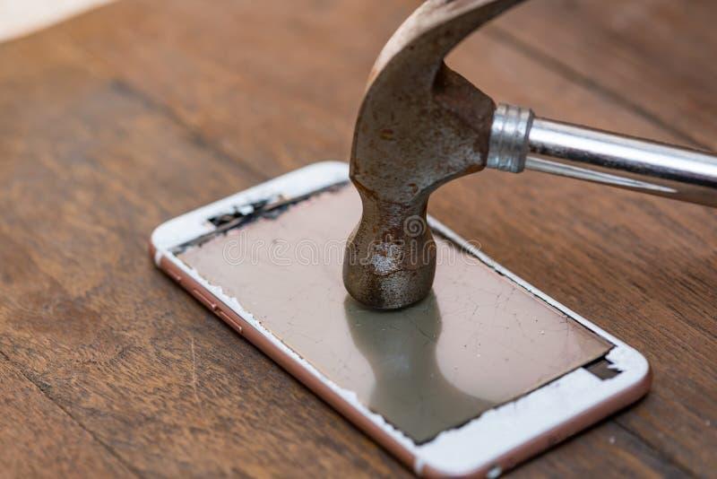 Trzaska telefon komórkowy zdjęcia royalty free