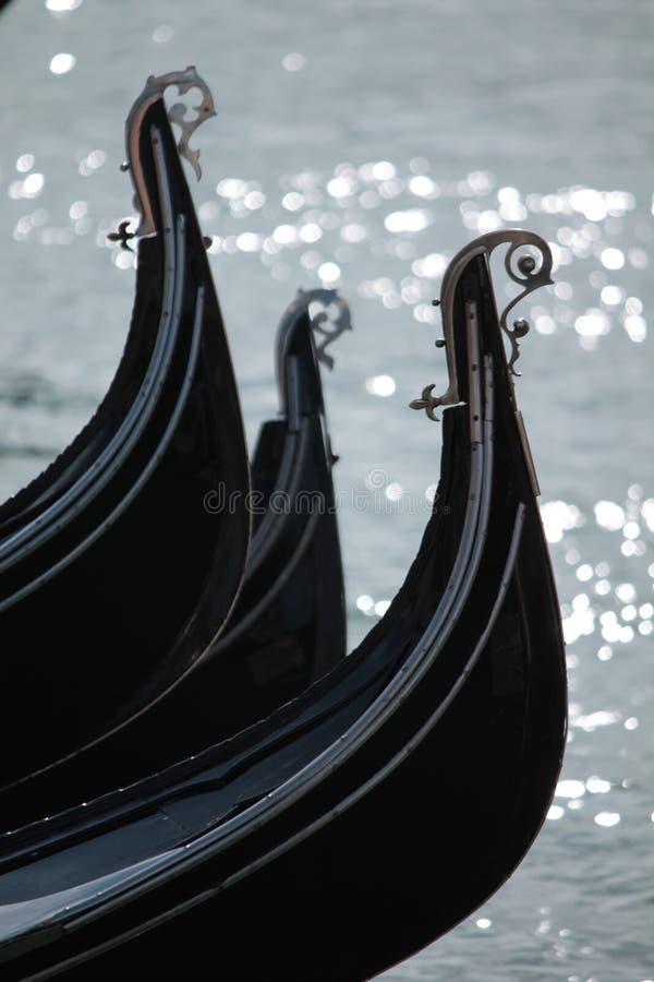 Trzy łęku gondole w Wenecja w Włochy zdjęcie royalty free