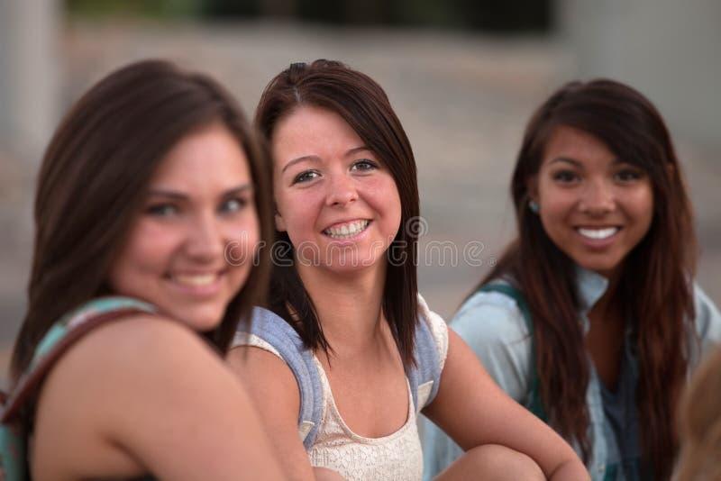 Trzy Ładnego Nastoletniego Ucznia zdjęcie stock