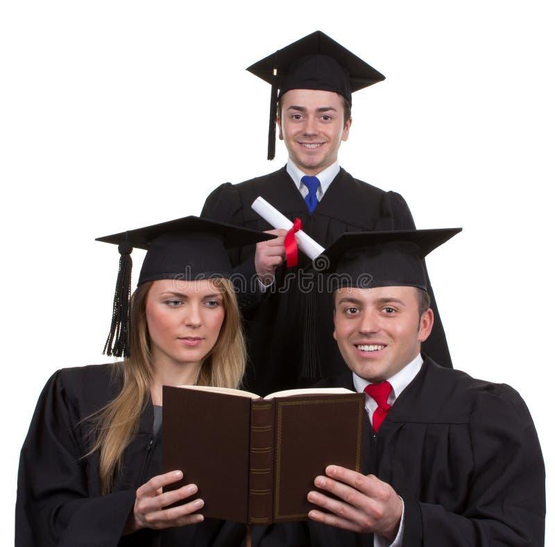 Trzy absolwenta wpólnie w trójboku, odizolowywającym na bielu zdjęcia royalty free
