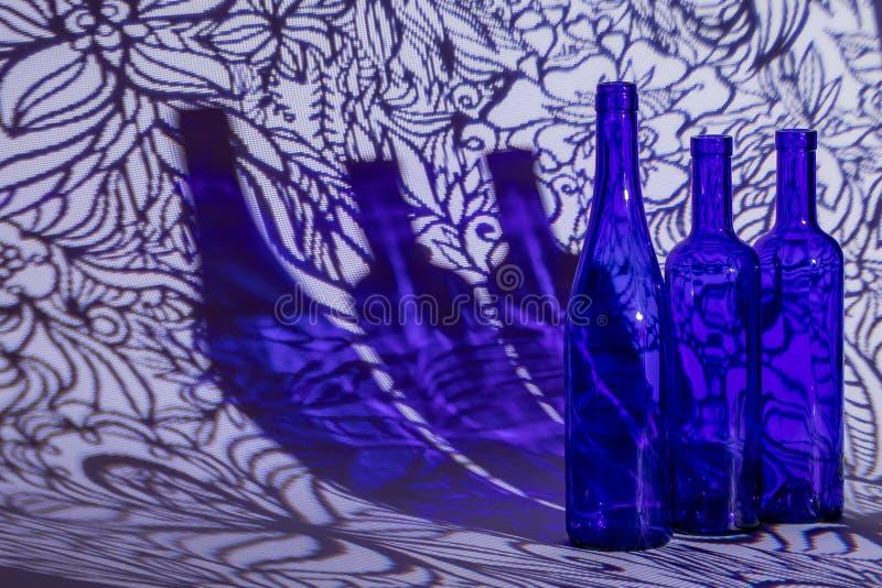 Trzy błękitnej butelki w tle obrazy stock