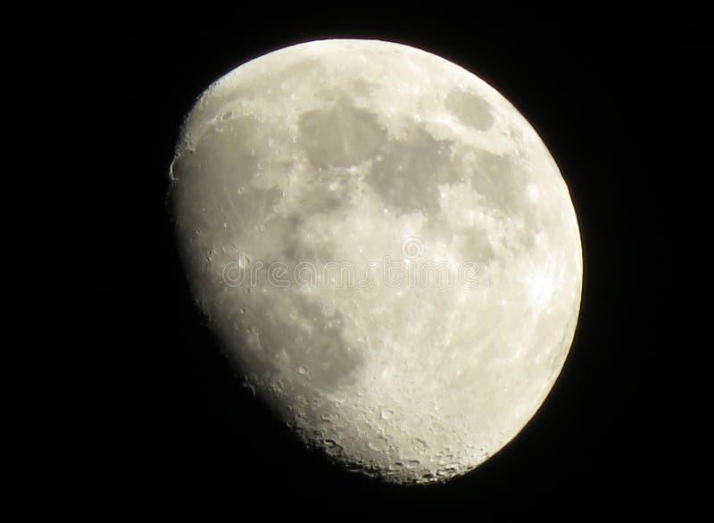 Trzy czwarte księżyc przy nocą fotografia royalty free