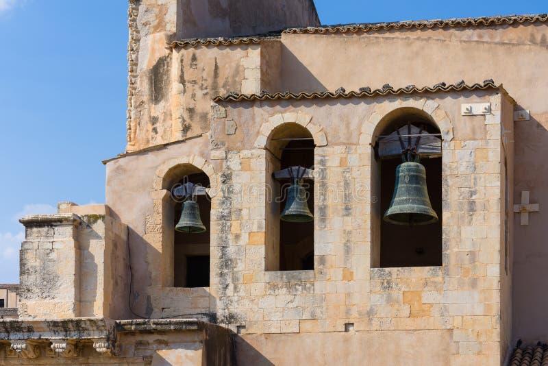 Trzy dzwonu Santissimo Salvatore kościół w Noto fotografia royalty free