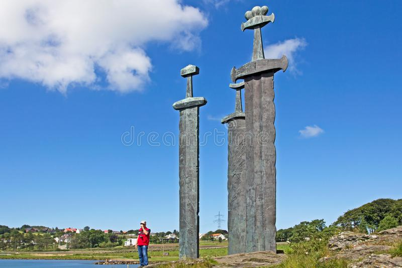 Trzy giganta brązowego kordzika rzeźbią przy Hafrsfjord, Norwegia obraz royalty free