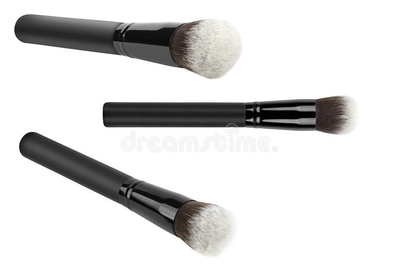 Trzy Kabuki kosmetyk lub pieczarkowi muśnięcia dla stosować twarzy makeup blusher i podstawy, piękno produkty odizolowywający na  obraz royalty free
