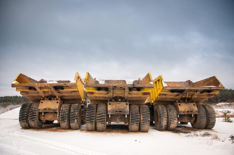 Trzy kolor żółty pustej ciężarówki obraz stock