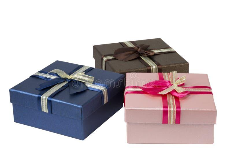 Trzy kolorowego prezenta pudełka na białym tle zdjęcie royalty free