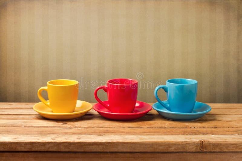 Trzy kolorowej filiżanki obrazy royalty free