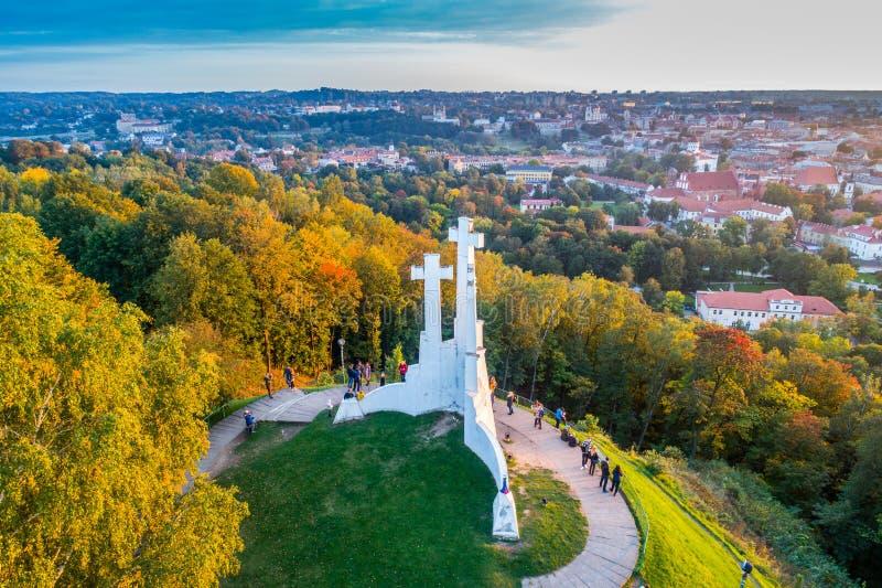 Trzy krzyży wzgórze w Vilnius antenie fotografia royalty free