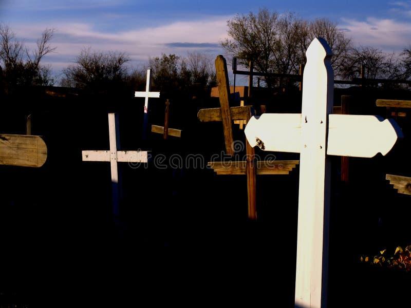 Download Trzy krzyżyki zdjęcie stock. Obraz złożonej z religia, cmentarz - 39640
