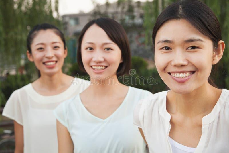Trzy młodej kobiety - portret obrazy royalty free