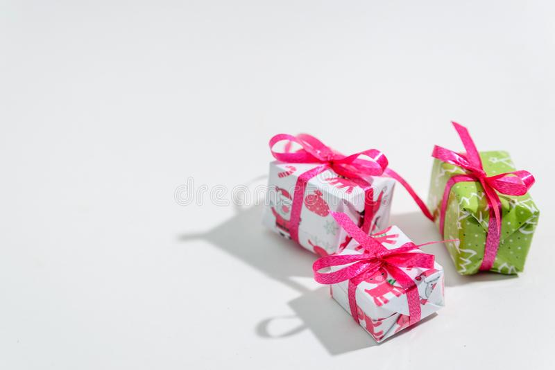 Trzy małego prezenta pudełka na białym tle zdjęcia royalty free