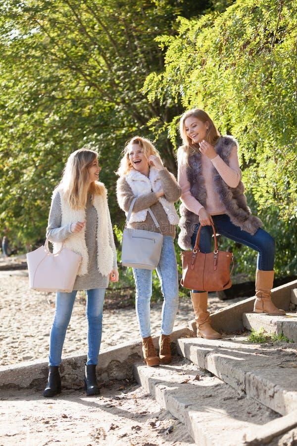 Trzy modnego modela plenerowego fotografia stock