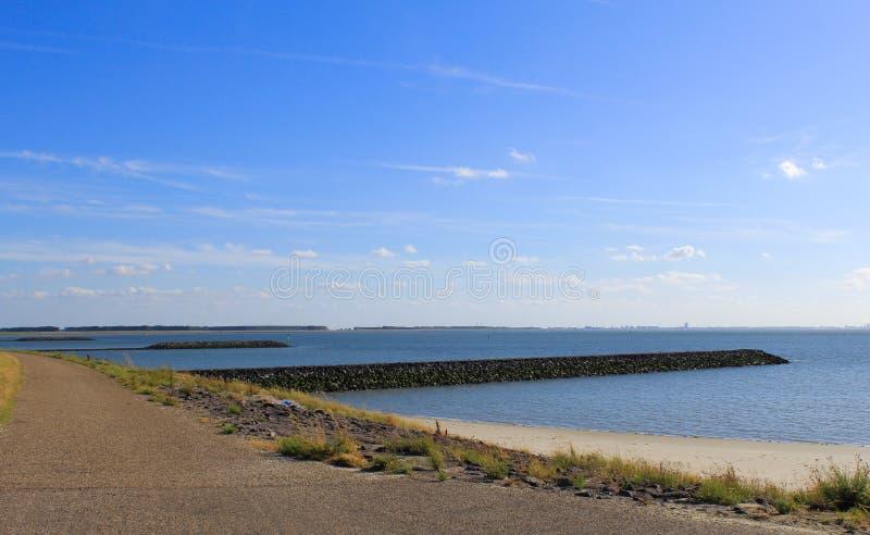 Trzy mola w morzu wzdłuż nadmorski w Zeeland, Holland fotografia stock