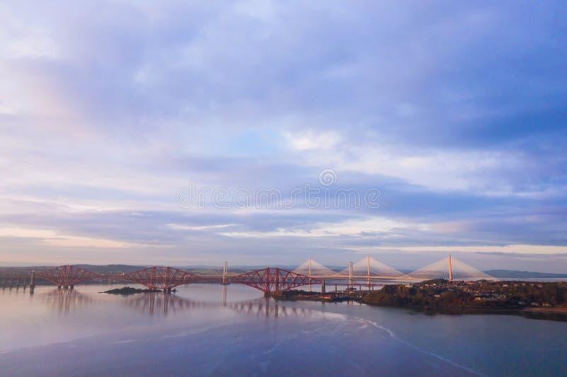 Trzy mostu, Naprzód kolejowy most, droga most i Queensferry skrzyżowanie nad Firth Naprzód, Naprzód, blisko Queensferry w Szkocja fotografia stock