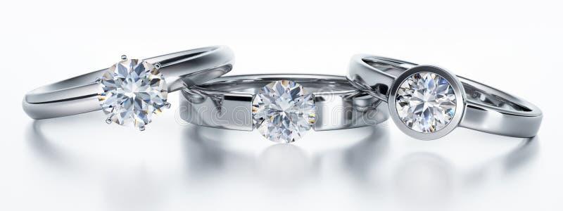Trzy odizolowywali diamentowych pierścionków bielu tło ilustracji