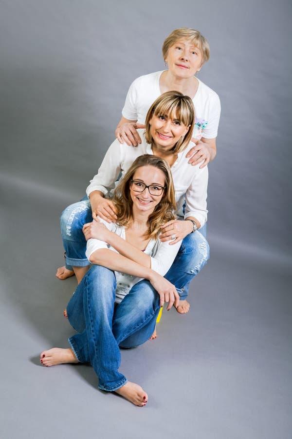 Trzy pokolenia z uderzającym podobieństwem fotografia stock