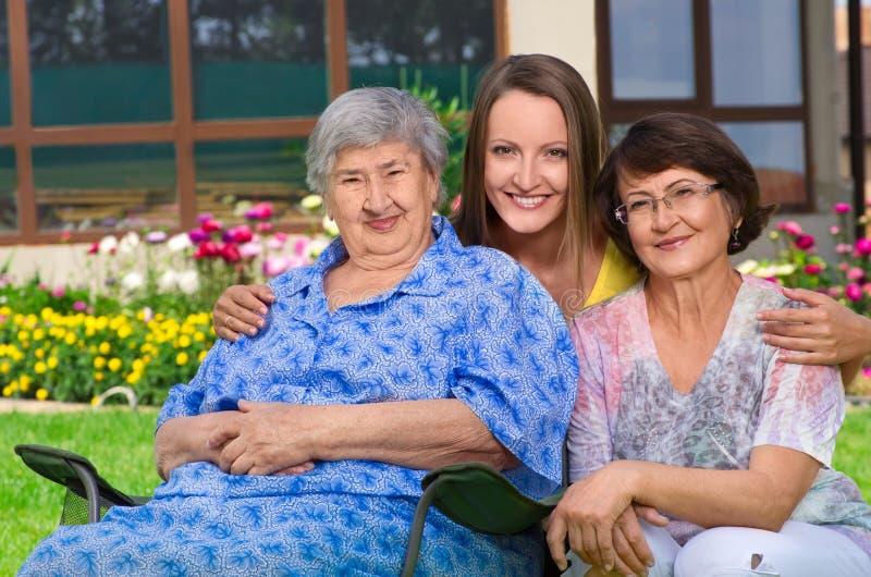 Trzy pokolenie kobiety przy wsią zdjęcie stock