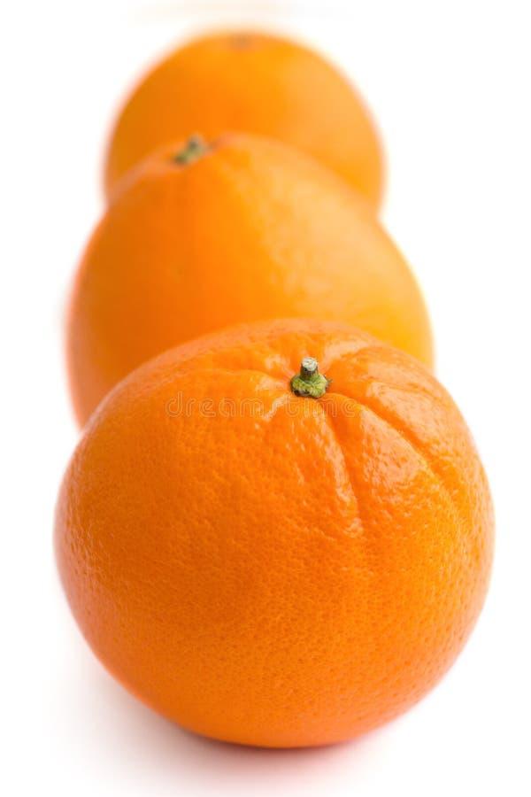 Trzy pomarańcze układającej na bielu zdjęcie royalty free