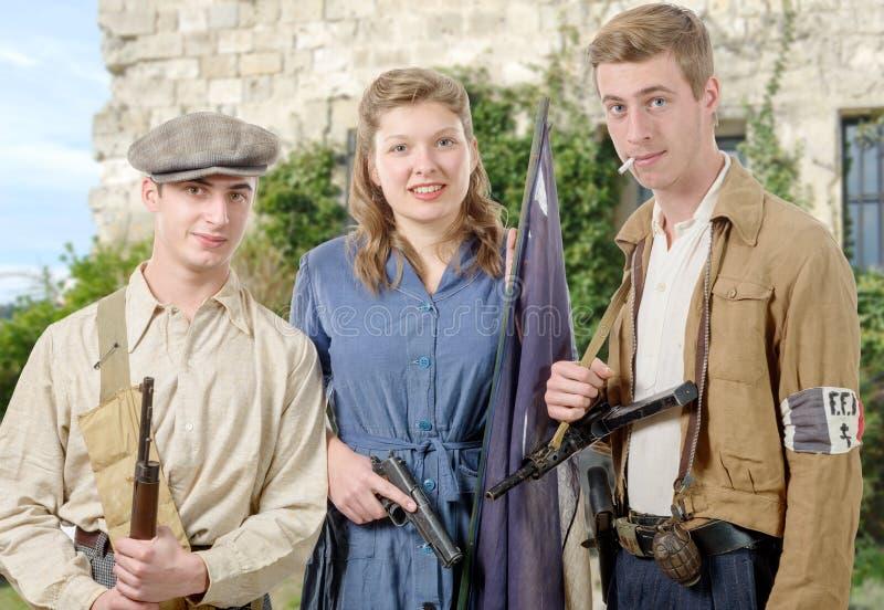 Trzy potomstw Francuski opór, rocznik odzieżowy i bronie, reen obraz royalty free