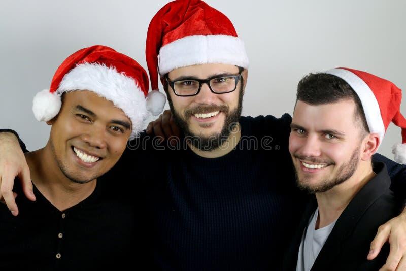 Trzy przyjaciela ono uśmiecha się dla bożych narodzeń obrazy royalty free