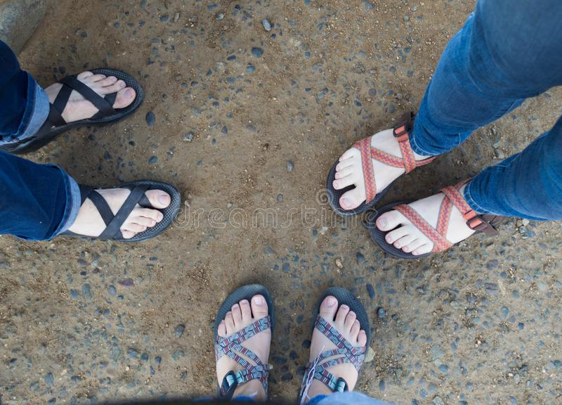 Trzy przyjaciela, trzy pary buty obrazy stock