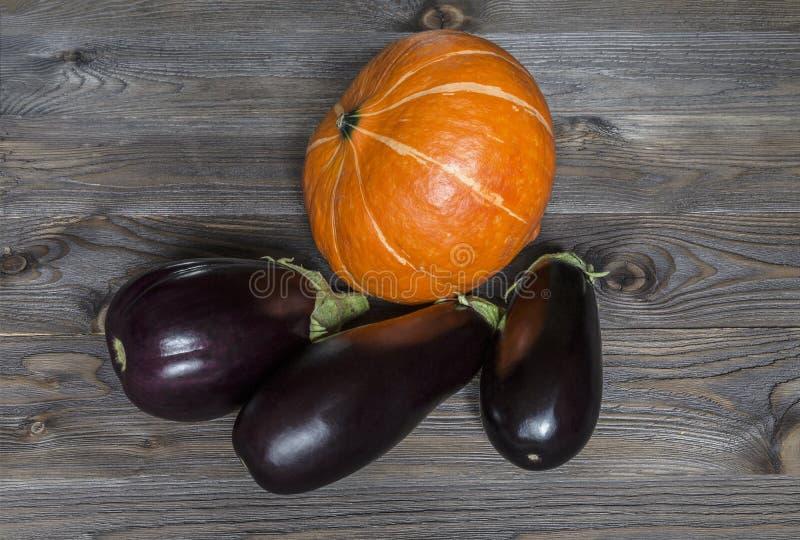 Trzy purpur oberżyna i pomarańcze bania zdjęcie stock