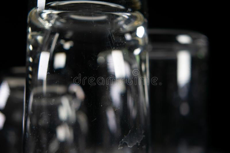 Trzy pustego strzału szkła na czarnym tle fotografia stock