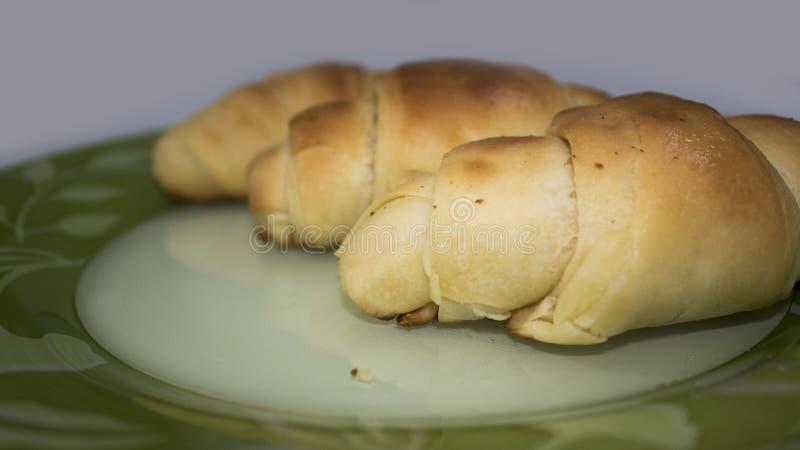 3 Trzy równiien croissant na białym tła hd obrazy royalty free