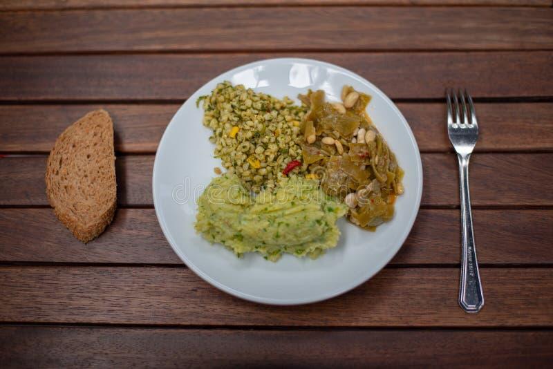 Trzy rodzaju jarski jedzenie na talerzu zdjęcie stock