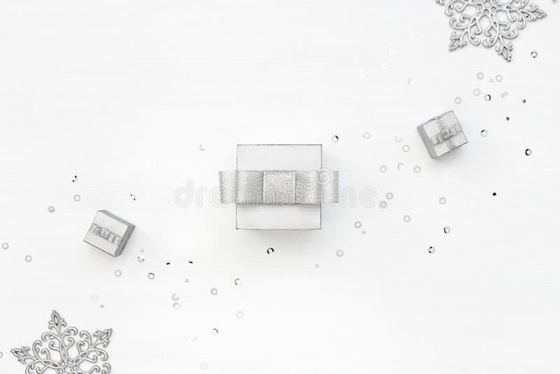 Trzy srebnego prezenta pudełka na bielu obrazy royalty free