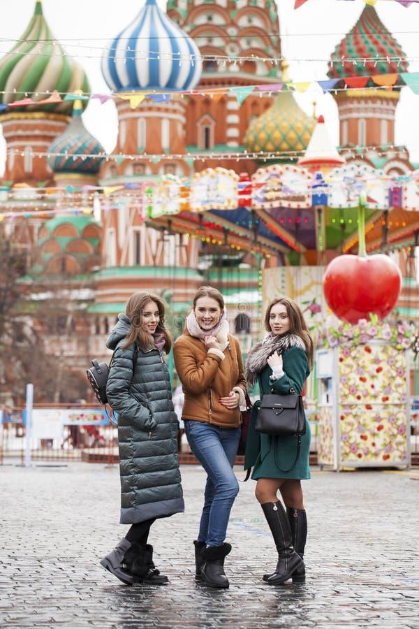 Trzy Szczęśliwej Pięknej dziewczyny zdjęcia stock