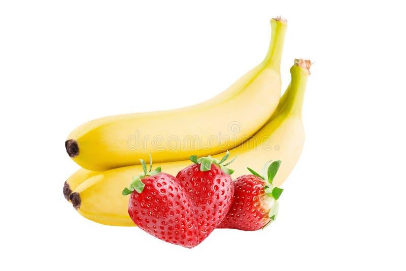 Trzy truskawki i trzy banana odizolowywających na białym backgroun obraz royalty free