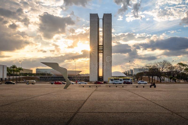 Trzy władz placu Pracy dos Tres Poderes przy zmierzchem - Brasilia, Distrito Federacyjny, Brazylia zdjęcia stock