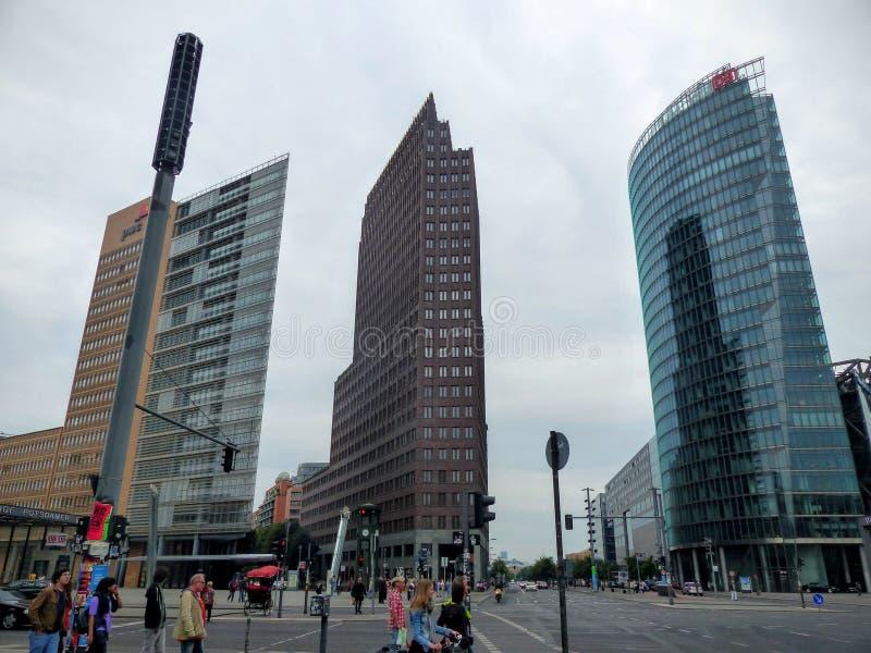 Trzy wysokiego nowożytnego sławnego budynku wierza Postdamer platz Berlin, Niemcy zdjęcie stock
