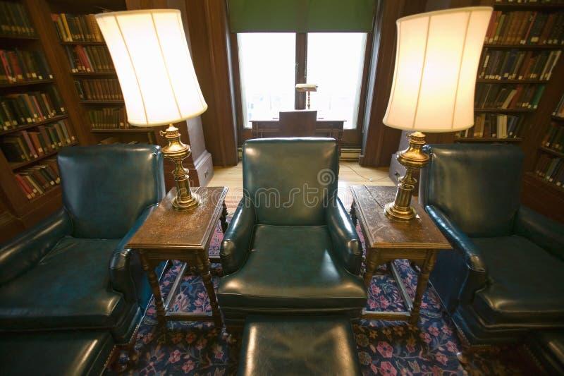 Trzy zielonego krzesła w bibliotece Zrzeszeniowy liga, Filadelfia, Pennsylwania zdjęcia stock