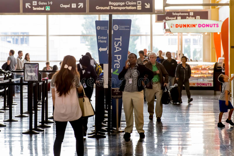 TSA的乘客在机场排行 免版税库存照片