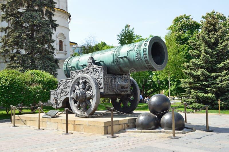 Tsaar-Pushka (koning-Kanon) in Moskou het Kremlin Rusland stock afbeelding