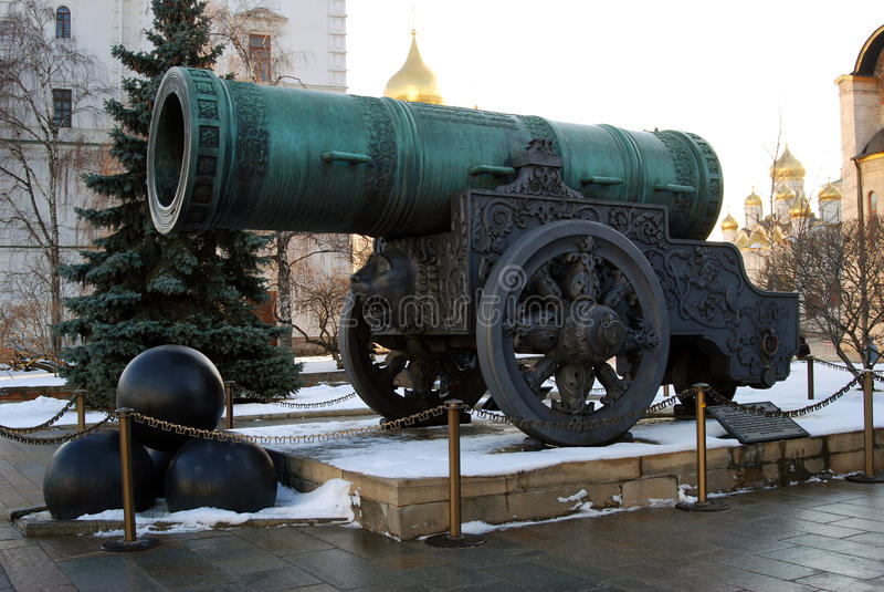 Tsar działo w Moskwa Kremlin w zimie (królewiątka działo) fotografia royalty free